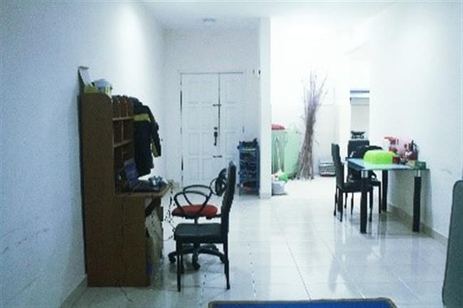 Hostel Living Room (650 x 433)