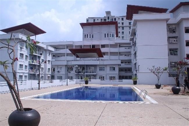 Hostel - Swiming pool Area (650 x 433)