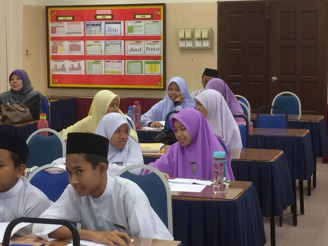 Sekolah Menengah Agama Nurul Iman Bukit Cerakah Perokok R