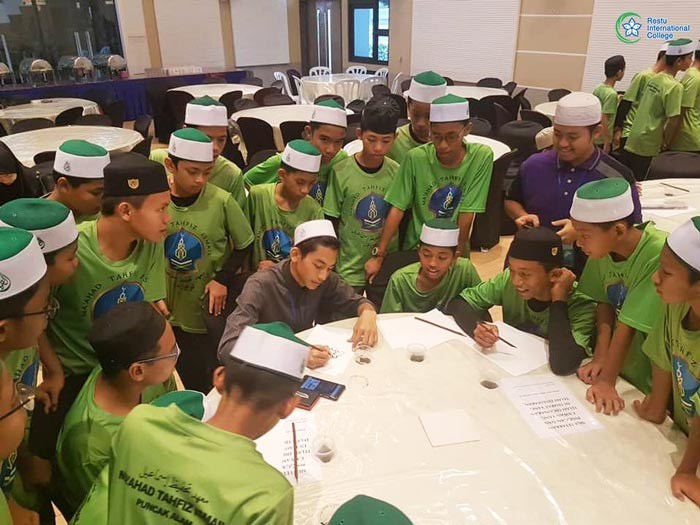 Bengkel Khat Bersama Pelajar Maahad Tahfiz Ismail Sempena Program Iktikaf Ramadhan